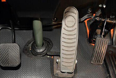 Pendant type Accelerator and  Clutch pedals for fatigueless driving